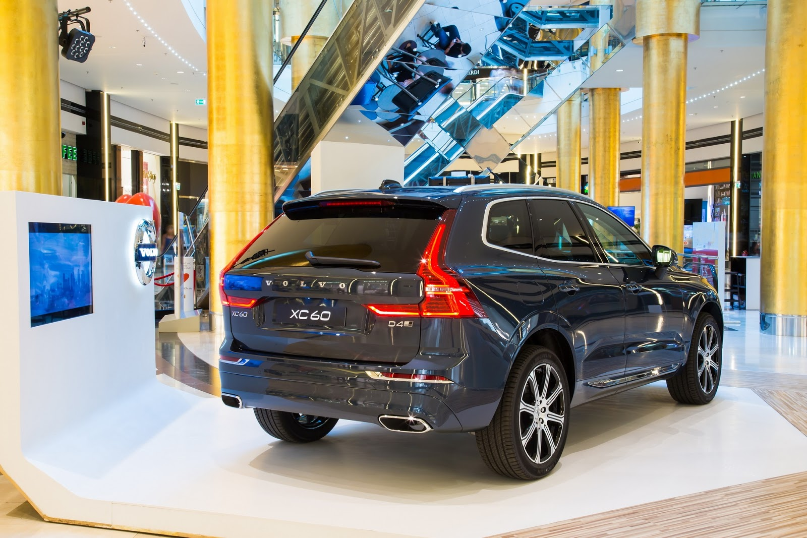 NEW2BVOLVO2BXC602B2540GOLDEN2BHALL DENIM2BBLUE 3 Από 53.490 ευρώ οι τιμές του νέου XC60 Volvo, Volvo XC60, αυτοκίνητα, καινούργιο, καινούρια, τιμες