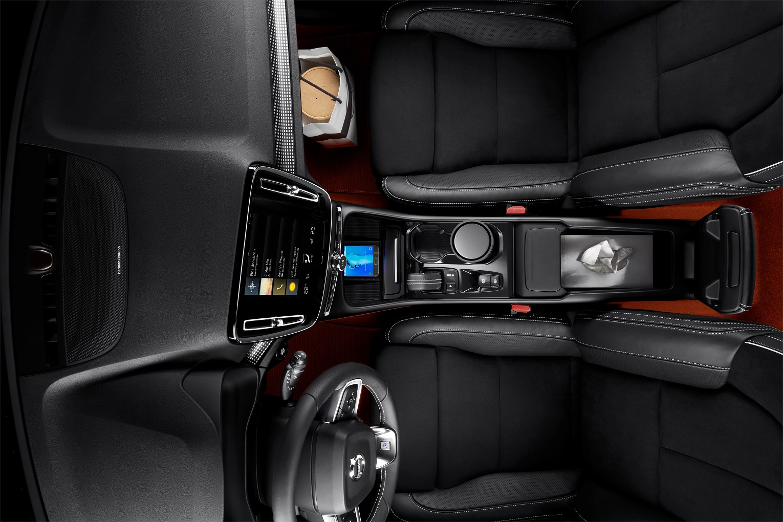 NEW2BVOLVO2BXC40 interior 3