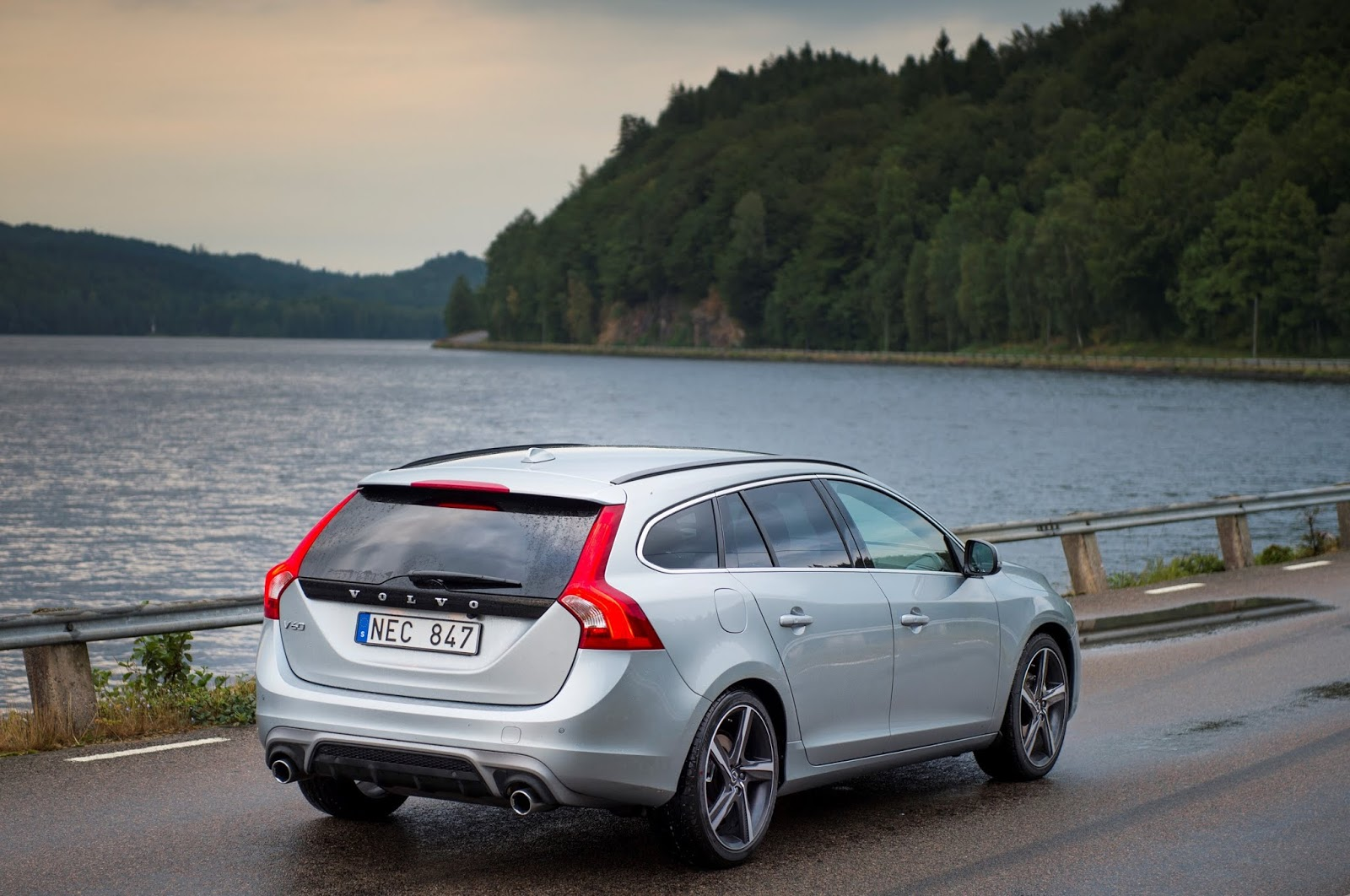Volvo V60 R Design model year 2016 Προσφορά ως τις 30 Ιουνίου για τα Volvo S60 και V60 Volvo, Volvo S60, Volvo V60