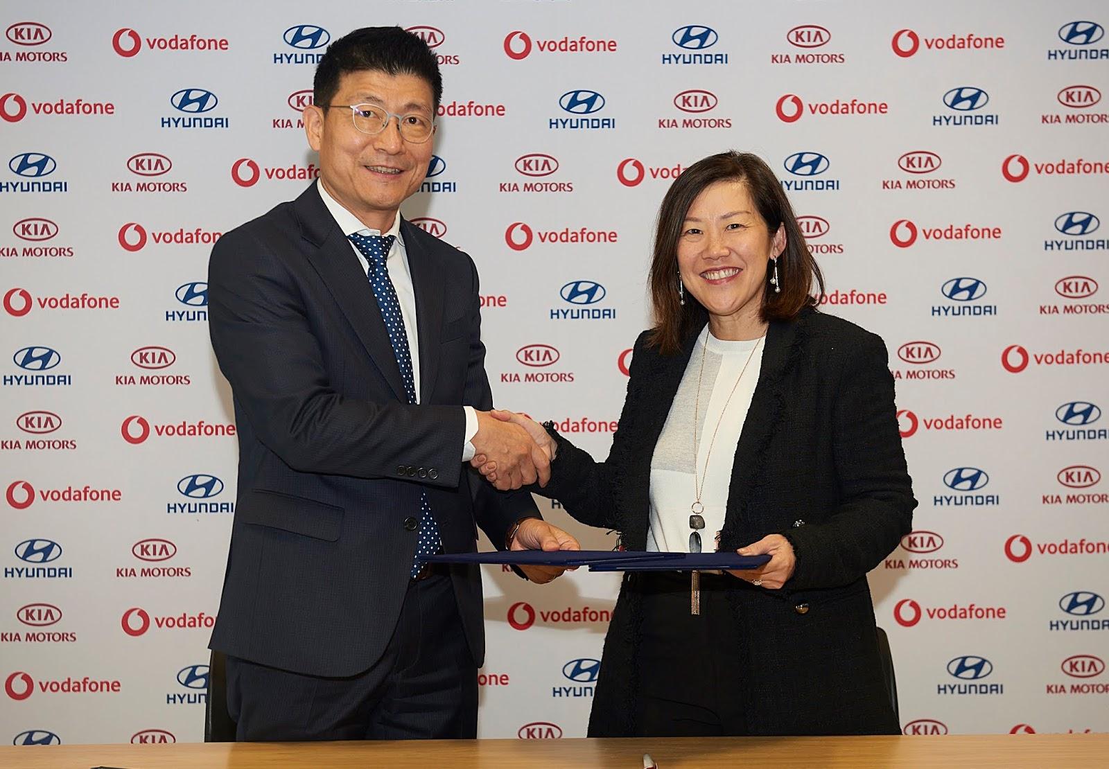Photo2B12BHyundai2Band2BKia2BEnter2BStrategic2BPartnership2Bwith2BVodafone Hyundai-Kia υπογράφουν συνεργασία με τη Vodafone Hyundai, Hyundai Ελλάς