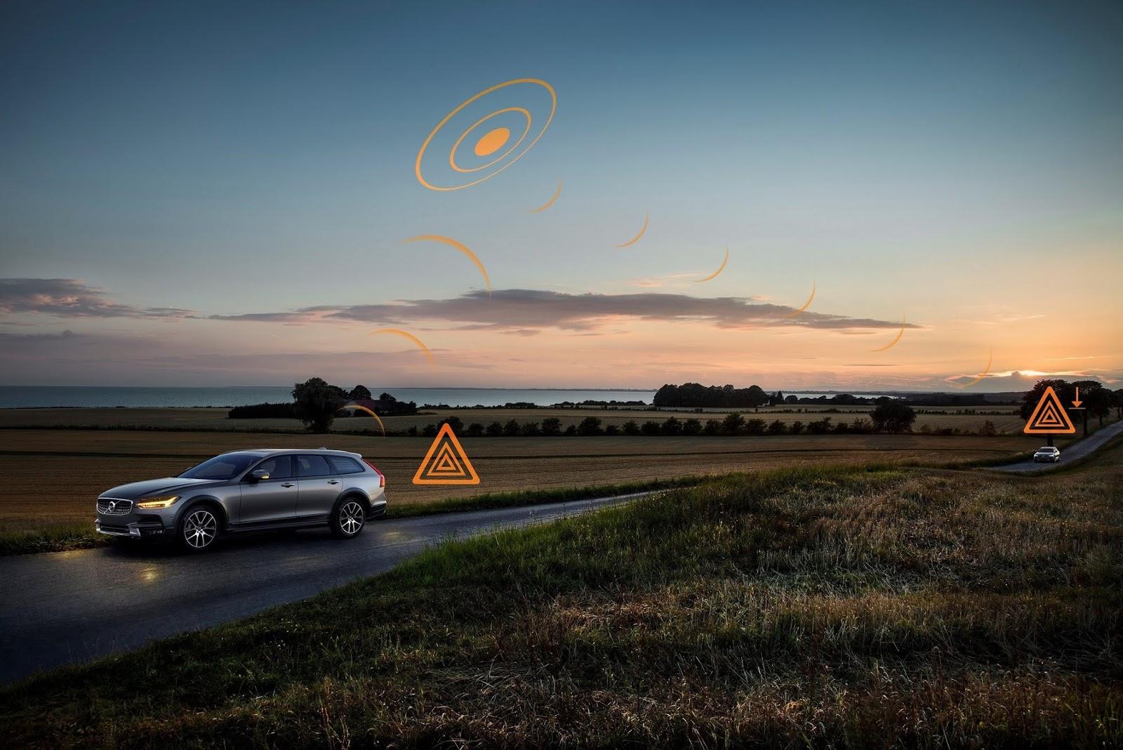 251538 Hazard Light Alert demonstration on V90 Cross Country