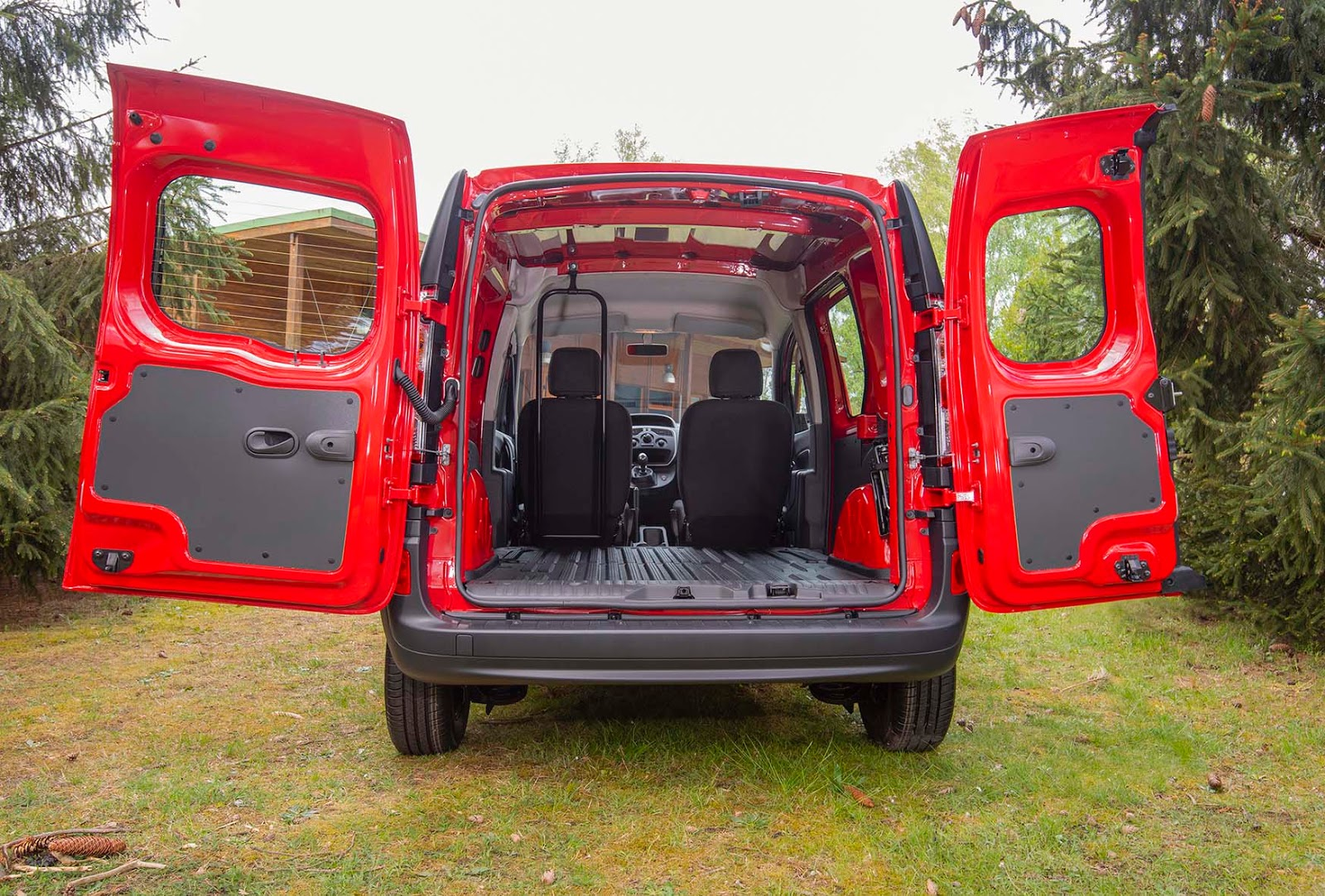 Nissan2BNV2502BL12BVan2B 2BRed2B 2BInterior2B7 Τον Σεπτέμβριο έρχεται το νέο Nissan NV250 Επαγγελματικά, καινούργιο, καινούρια, τιμες