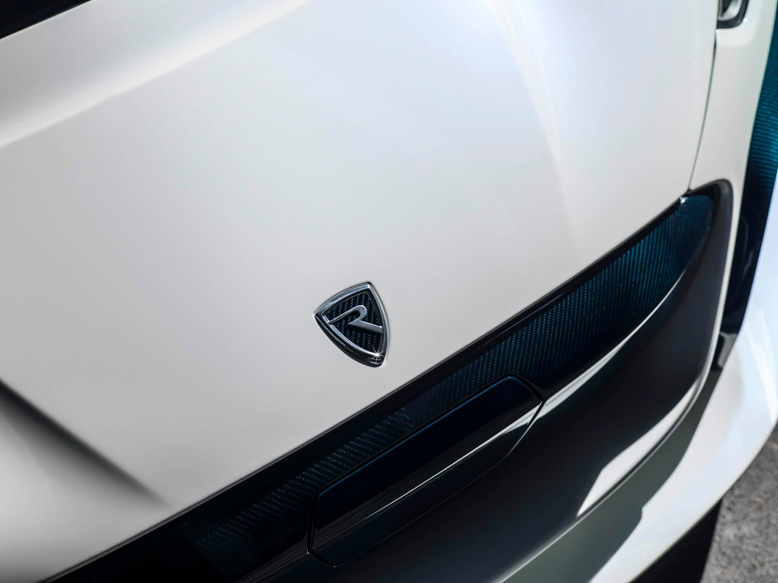 C TWO Day Detail Badge Rimac C Two. Η νέα φυλή στα hypercars, έρχεται με 1900 ίππους. C Two, Electric cars, hypercar, Rimac, zblog