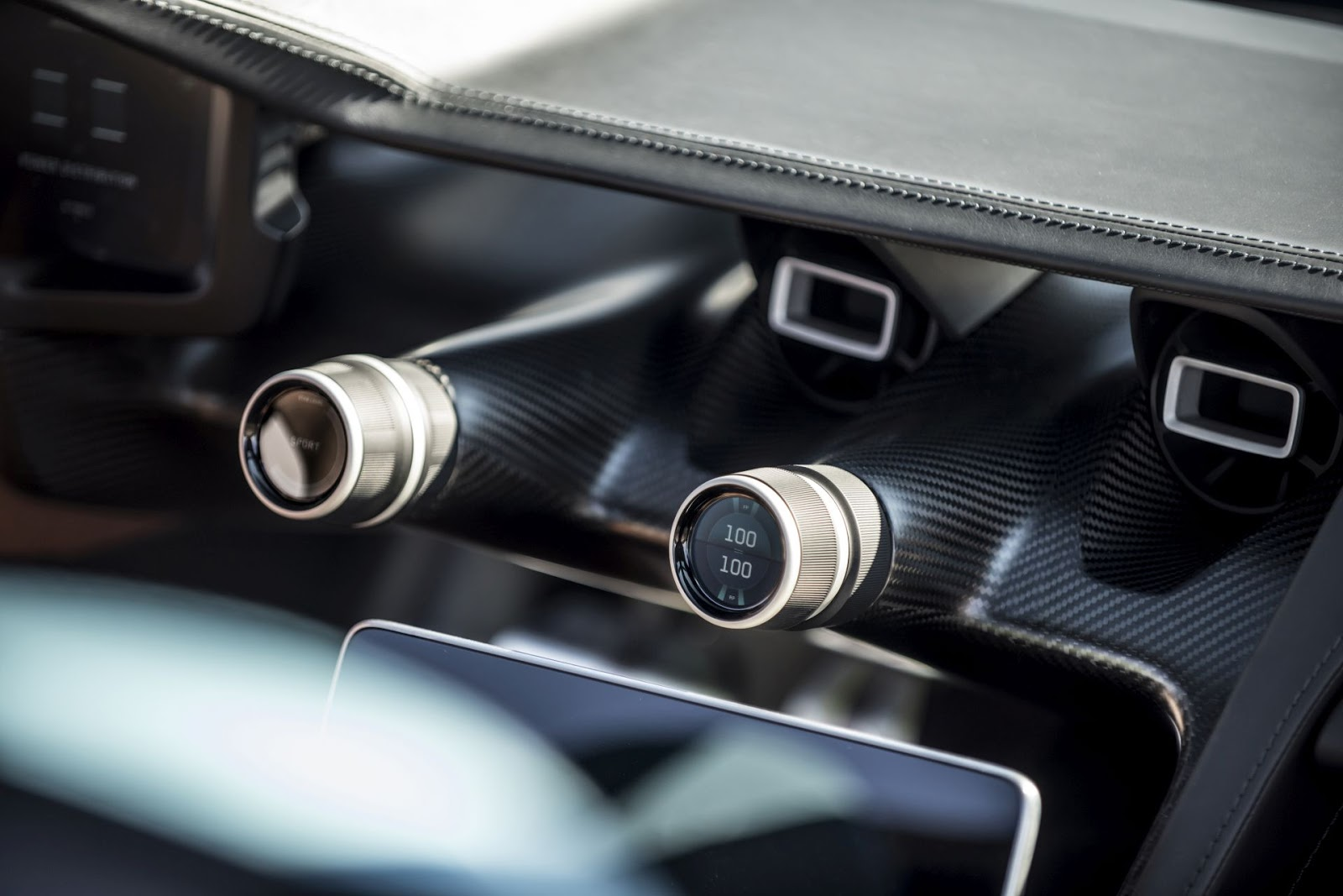 c two display knob details Rimac C Two. Η νέα φυλή στα hypercars, έρχεται με 1900 ίππους. C Two, Electric cars, hypercar, Rimac, zblog