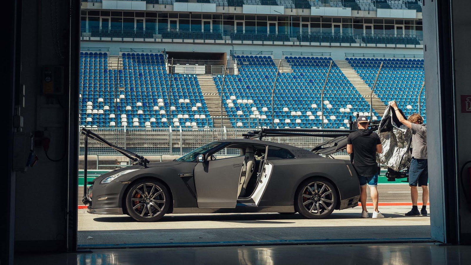 GT R NISMO Berlin Test Drive 2 Πώς μπορείς να κινηματογραφήσεις τον Godzilla Godzilla, GTR, Nismo, Nismo GT-R, Nissan, Nissan GT-R NISMO, video, videos, zblog, ΦΩΤΟ, φωτογραφίες