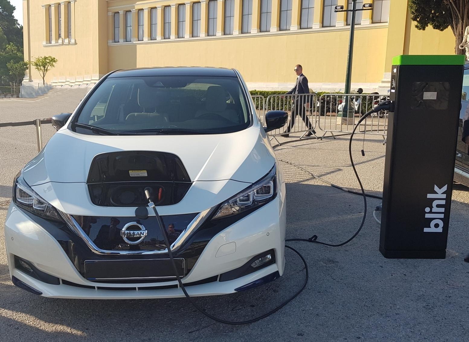 LEAF2BBLINK Στην... πρίζα μπαίνει η συνεργασία Nissan- Blink στην Ελλάδα
