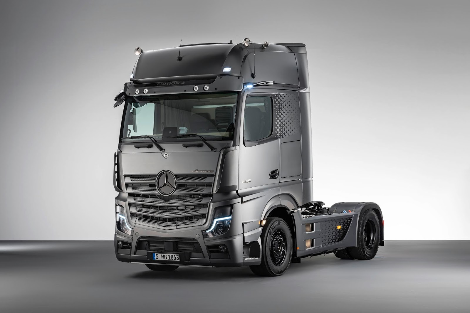 20C0493 005 Mercedes Trucks : Νέα έκδοση Actros, το νέο Arocs & 2 νέα συστήματα ασφαλείας