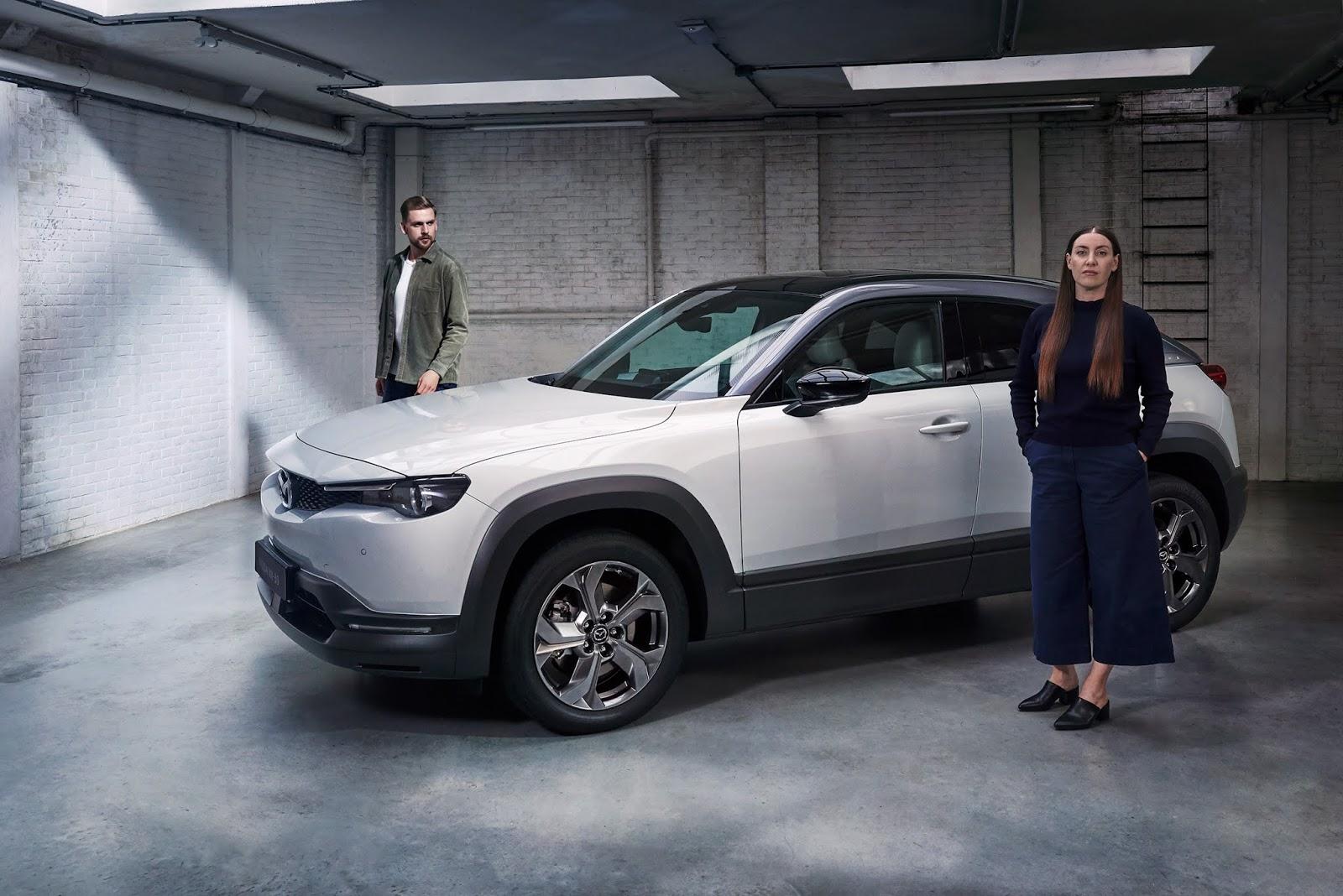 2020 MX30 DesignReview KV 1 Οι σχεδιαστές του μέλλοντος αξιολογούν το Mazda MX-30