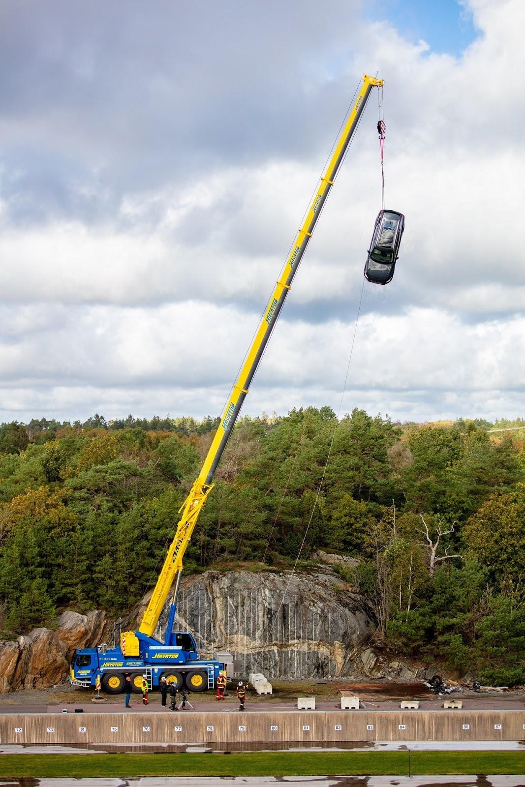 274396 Volvo Cars drops new cars from 30 metres to help rescue services save H Volvo πετάει τα μοντέλα της από ύψος 30 μέτρων για crash test! crash, crash tests, video, videos, Volvo, βίντεο