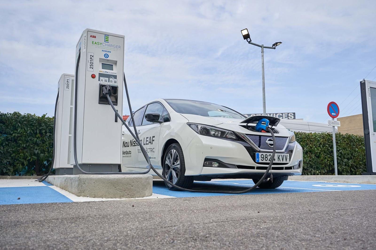 EC2501 20 10 21 A7305535 marketing Η Nissan και η Easycharger κάνουν πραγματικότητα τα ταξίδια μεγάλων αποστάσεων με ηλεκτρικά οχήματα, στην Καταλονία