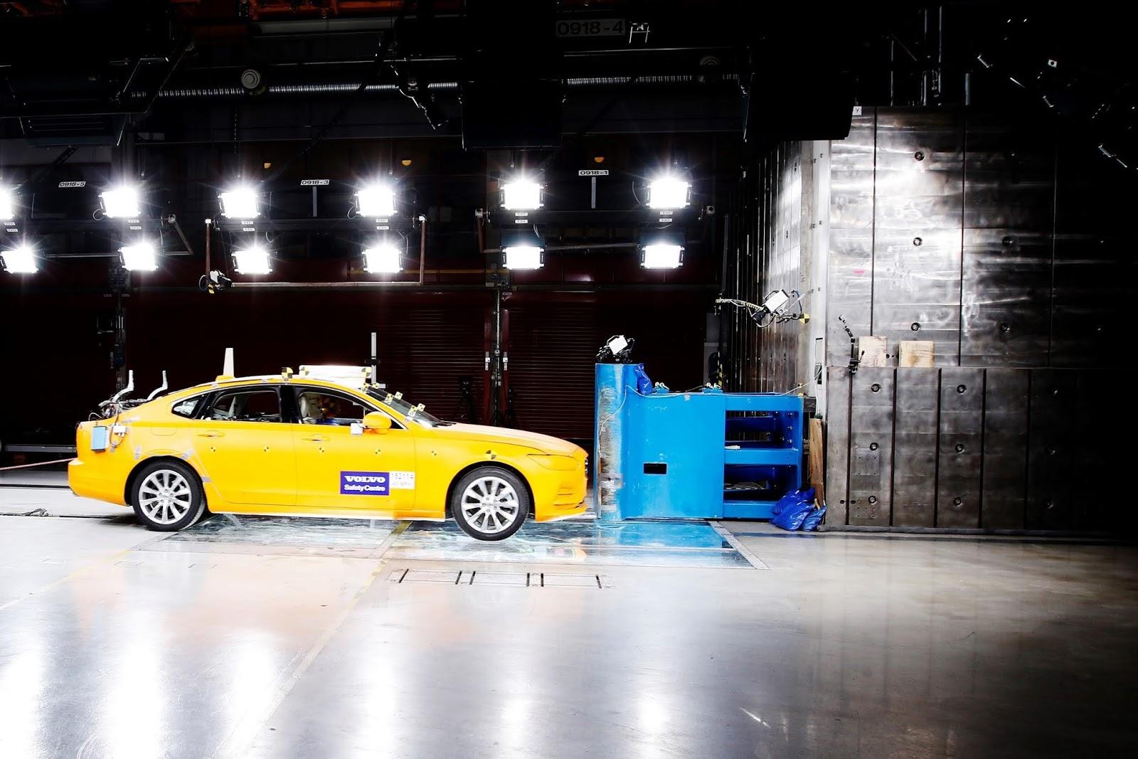 172071 Volvo S90 Small Overlap Crash Test 20 χρόνια Volvo Cars Safety Centre : Δύο δεκαετίες, σώζει ζωές crash tests, Volvo, Volvo Cars, ασφάλεια, ειδήσεις, καινοτομία