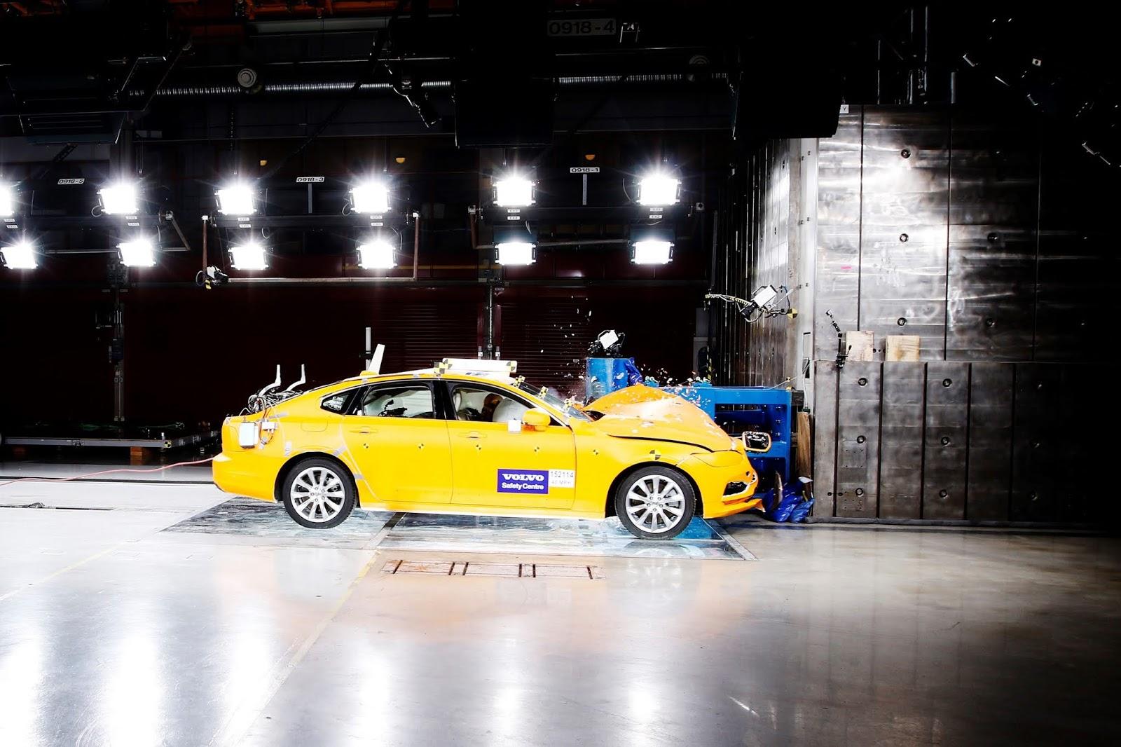 172072 Volvo S90 Small Overlap Crash Test 20 χρόνια Volvo Cars Safety Centre : Δύο δεκαετίες, σώζει ζωές crash tests, Volvo, Volvo Cars, ασφάλεια, ειδήσεις, καινοτομία