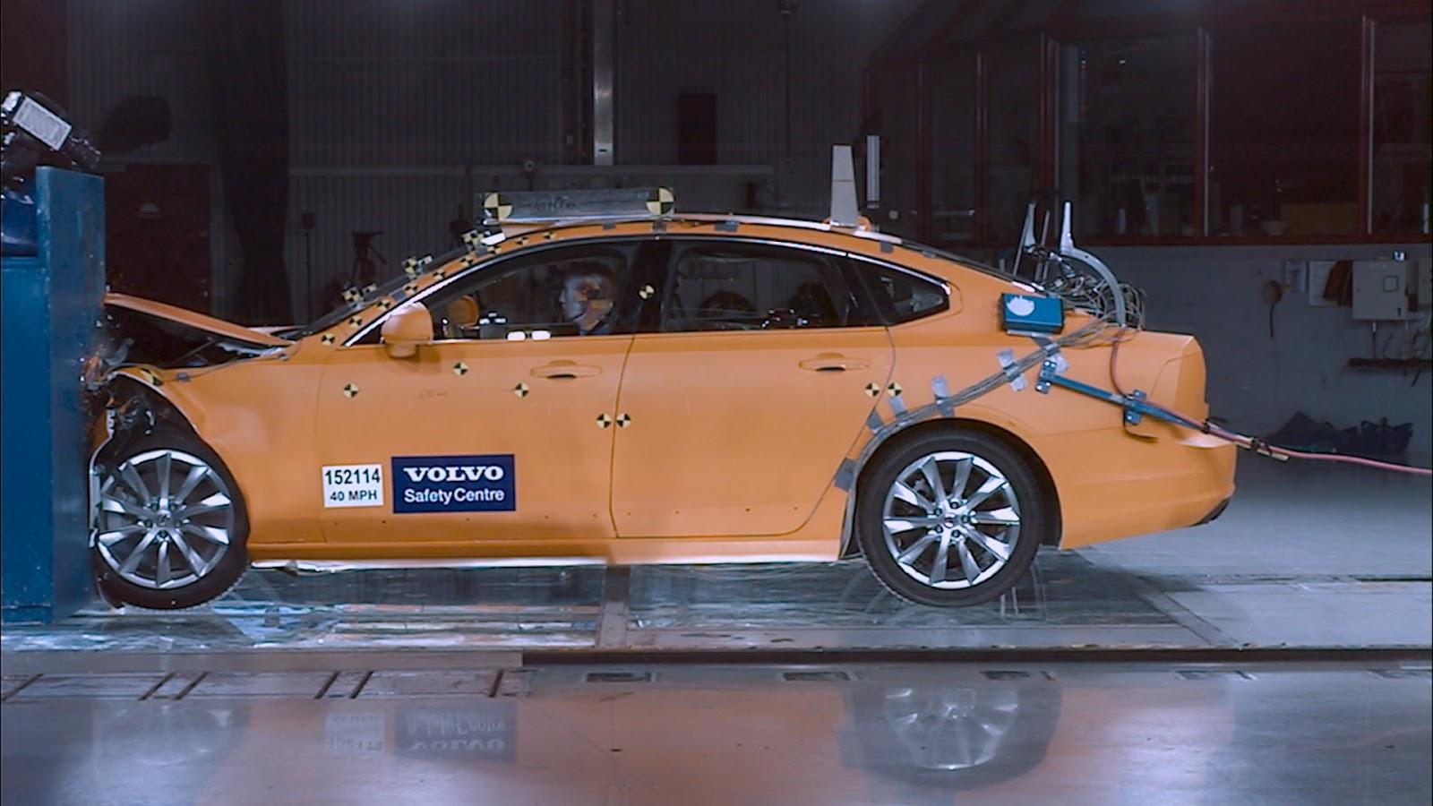 172074 Volvo S90 Small Overlap Crash Test 20 χρόνια Volvo Cars Safety Centre : Δύο δεκαετίες, σώζει ζωές