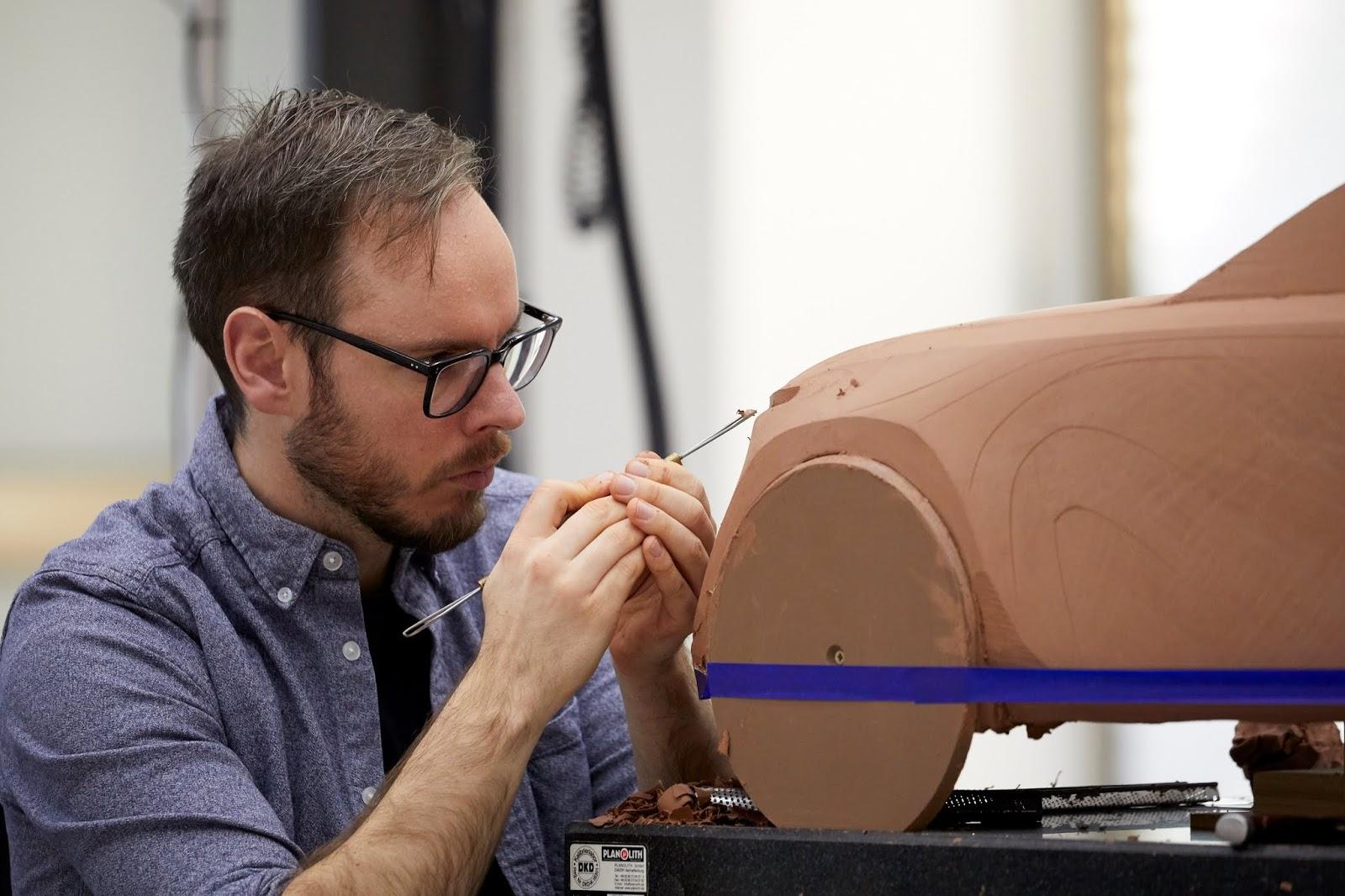 0086 Mazda Design Europe clay modelling Collopy Γνώρισε τους Takumi της Mazda