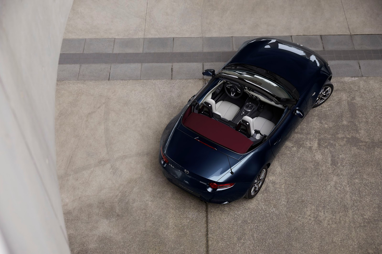 2021 Mazda MX 5 Exterior 05 16 MAZDA MX-5 : Το θρυλικό roadster γίνεται ακόμα καλύτερο