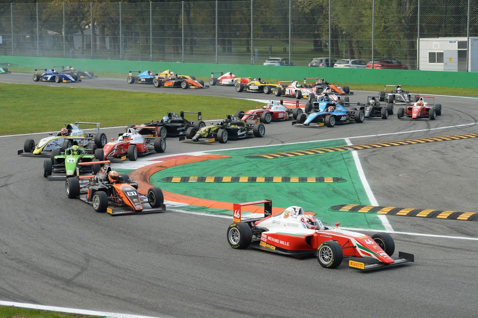 F.42BMonza2B 2BStart2BR2 1 Θέαμα και μάχες στον εναρκτήριο αγώνα του Ιταλικού Πρωταθλήματος Formula 4