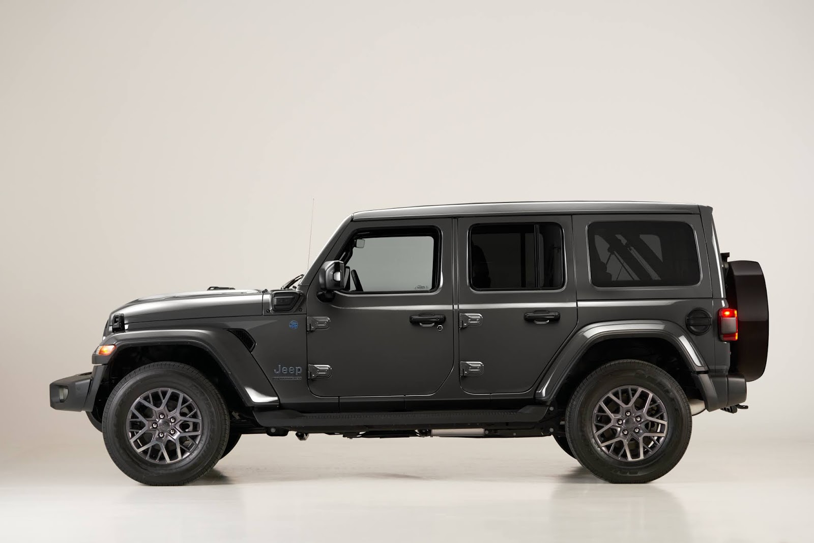 Jeep2BWrangler2B4xe2BFirst2BEdition lateral 1