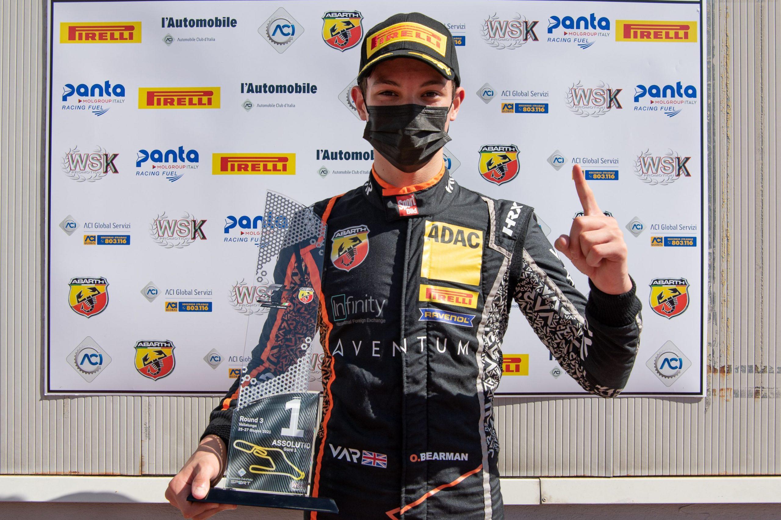 01 Oliver Bearman GBR 87 Van Amersfoort Racing Italian F.4 Championship Powered by Abarth Vallelunga scaled Τριπλή νίκη για τον Oliver Bearman στη Vallelunga Abarth, Formula 4, αγωνες, ειδήσεις, Νέα
