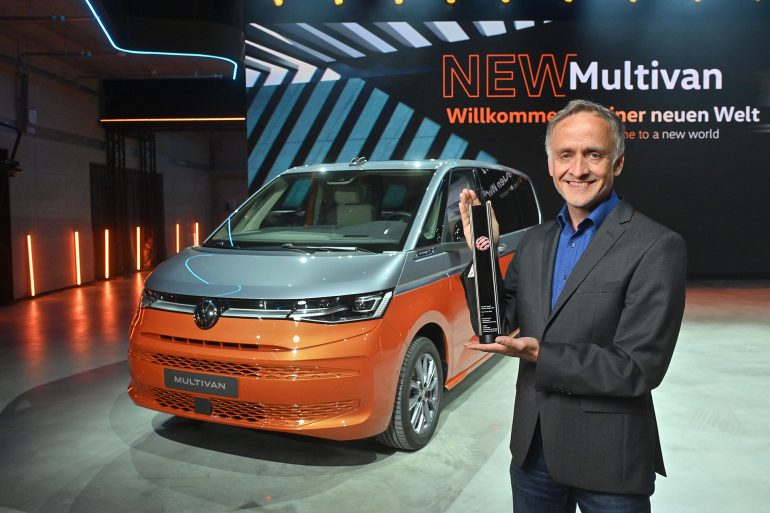 NEW VOLKSWAGEN MULTIVAN RED DOT AWARD ALBERT KIRZINGER HEAD DESIGNER Το νέο Volkswagen Multivan κερδίζει το Red Dot Award για το design του