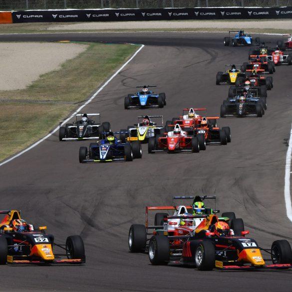 Start Race1 Imola Circuit H Ιταλική Formula 4, συνεχίζει στη Vallelunga