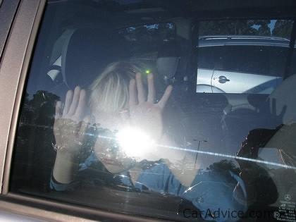 kid in hot car Τι να προσέξεις στο αυτοκίνητό σου με τον καύσωνα zblog, αυτοκίνητα, ζέστη, ΣΥΜΒΟΥΛΕΣ