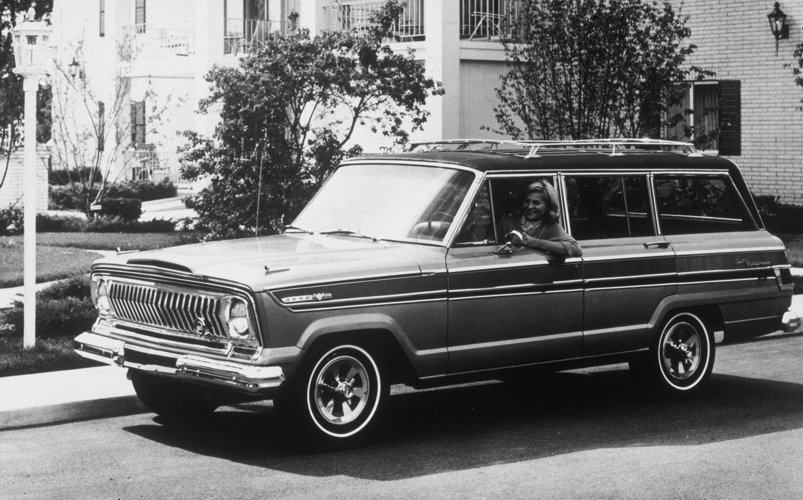 01 8th moment 1963 Jeep Wagoneer scaled 12 ορόσημα, για τα 80α γενέθλια της Jeep Jeep, Jeep Cherokee, Jeep Compass, Jeep Gladiator, Jeep Grand Cherokee, Jeep Renegade, Jeep Willys, Jeep Wrangler, ειδήσεις, Νέα