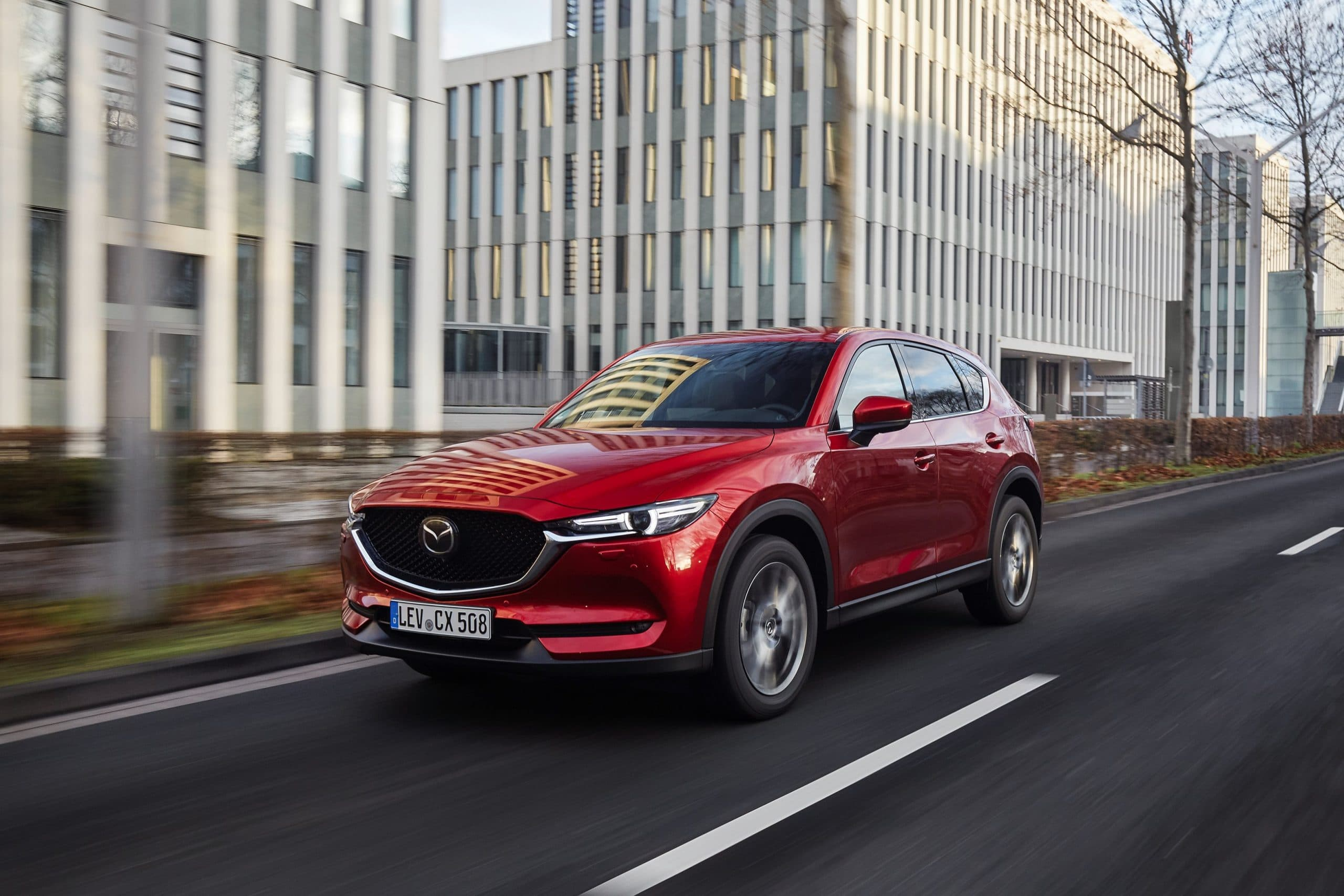 """2021 Mazda CX 5 Soul Red Crystal Action 21 scaled Οι Γερμανοί διαπίστωσαν ότι το Mazda CX-5 """"δε σπάει-δε χαλάει"""" Mazda, Mazda CX-5, βλάβες, καινούρια, μεταχειρισμένα, μεταχειρισμένο"""