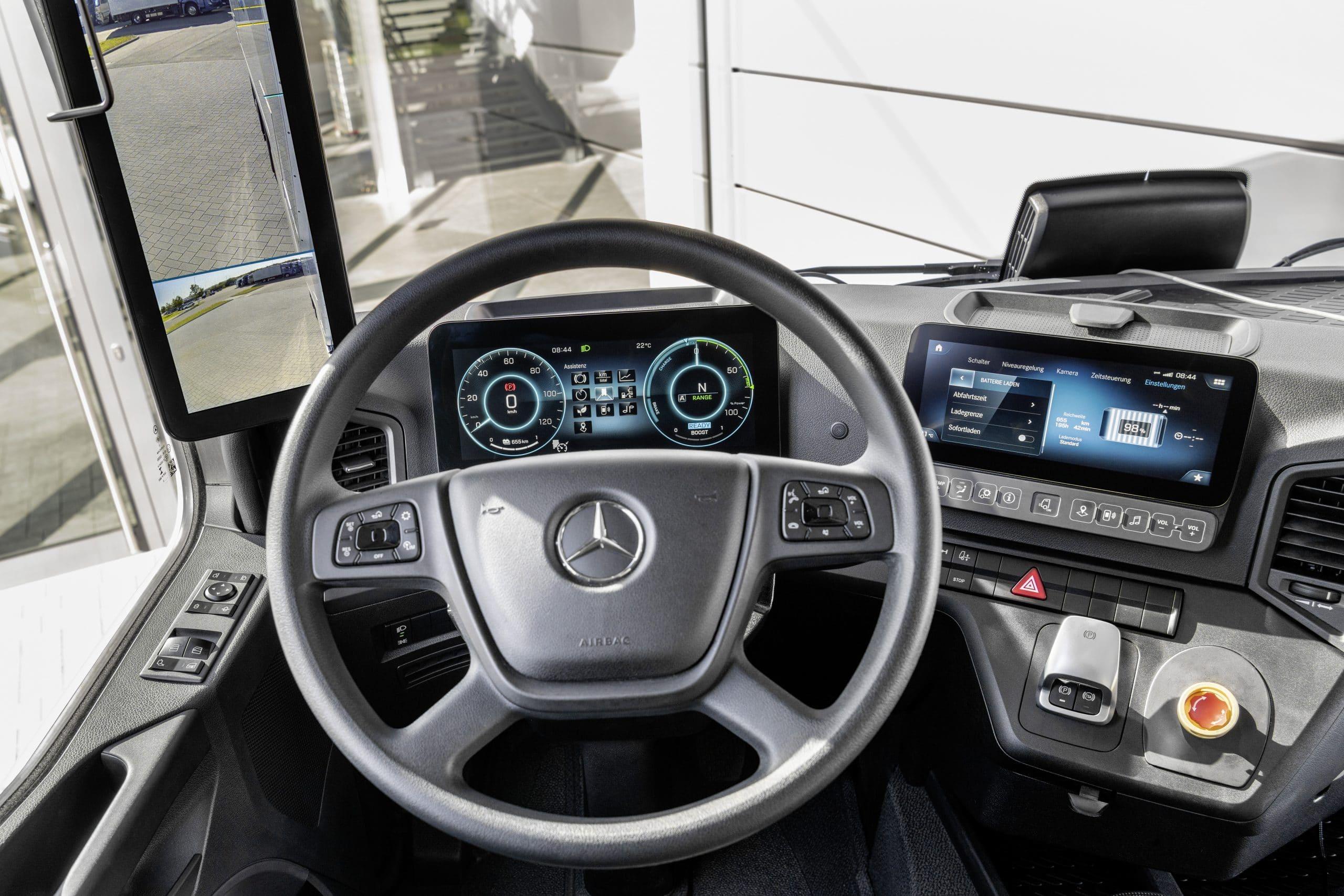 21C0349 057 scaled Το νέο eActros, γίνεται σημείο αναφοράς στις μεταφορές χωρίς ρύπους electric trucks, Mercedes, Mercedes Actros, Mercedes Benz, Mercedes eActros, ειδήσεις, Επαγγελματικά, ηλεκτρικά, Νέα, Φορτηγά