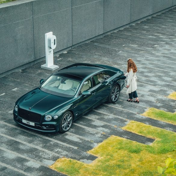 BENTLEY Flying Spur Hybrid 5 ΝΕΑ FLYING SPUR HYBRID : Ακόμα μία πράσινη Bentley