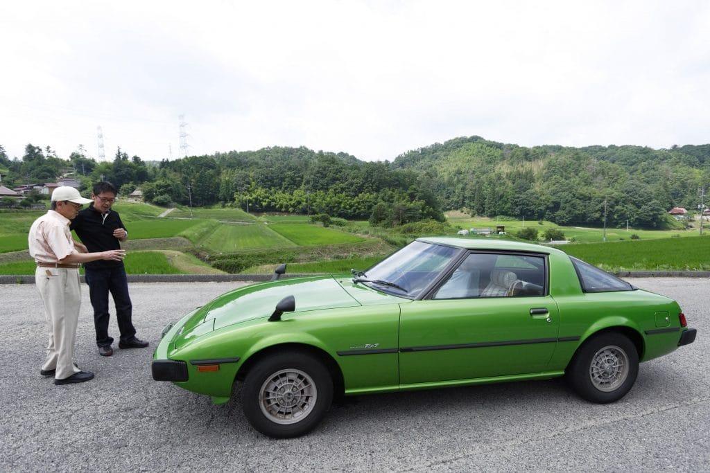 "Ikuo Maeda General Manager Design Division and his father Η οικογένεια που σχεδίασε τα ""διαμάντια"" της Mazda Mazda, Mazda CX-30, MAZDA MX5, Mazda RX-7, Mazda RX-Vision Concept, Mazda RX8, Wankel, zblog"