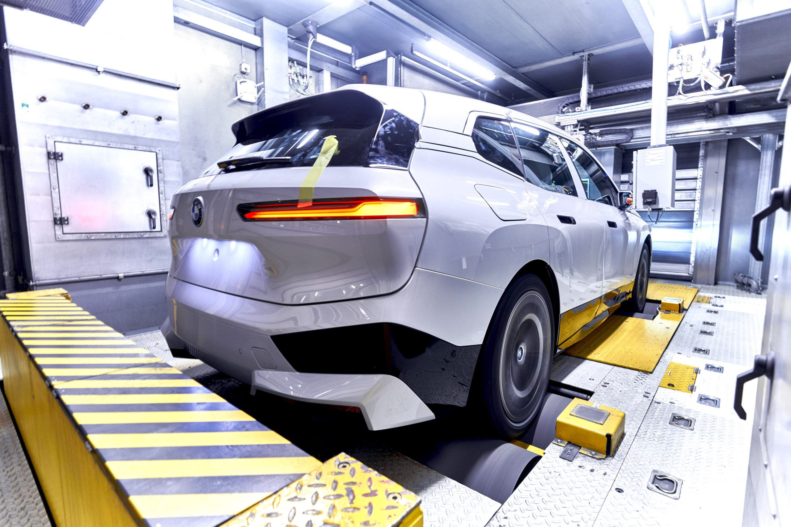 P90407623 highRes scaled Οι πρώτες BMW iX βγαίνουν από τη γραμμή παραγωγής BMW, BMW i, BMW iX, Electric cars, electric vehicles, ειδήσεις, ηλεκτρικά, ηλεκτροκινηση, Νέα