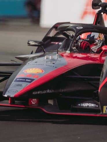 Sebastien Buemi DdRt1roM H Nissan e.dams ταξιδεύει στο Royal Docks για το London E-Prix