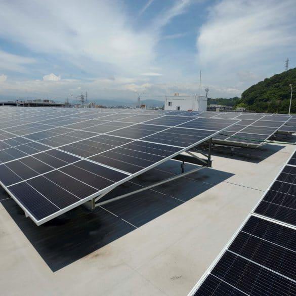 Solar panels Hiroshima plant Φωτοβολταϊκά στα κεντρικά της, στη Χιροσίμα, έβαλε η Mazda