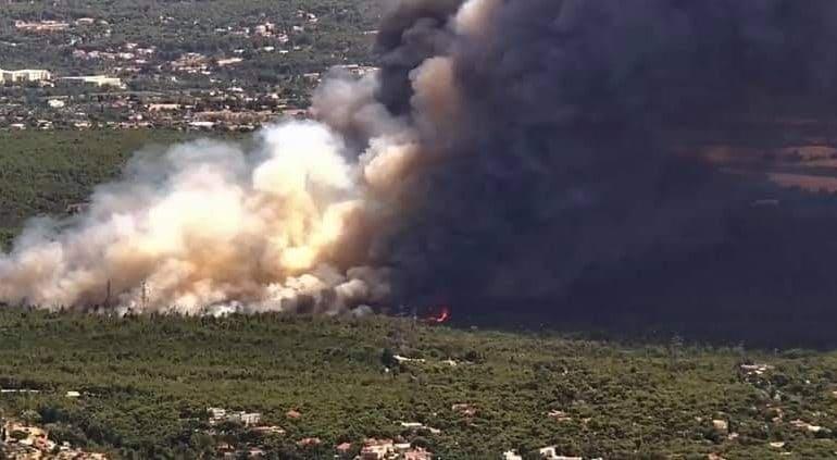 fotia varympobi Διακοπή κυκλοφορίας στην Εθνική Οδό λόγω της πυρκαγιάς στη Βαρυμπόμπη